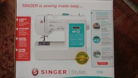BRAND NEW Singer sewing machine and storage case